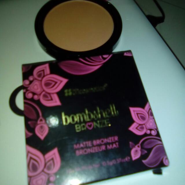 BH Cosmetics Bombshell Bronzer