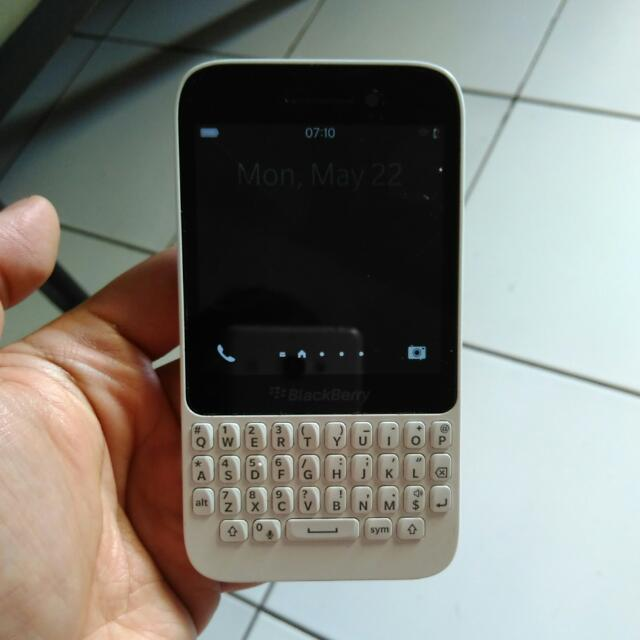Blackberry Q5 Preloved