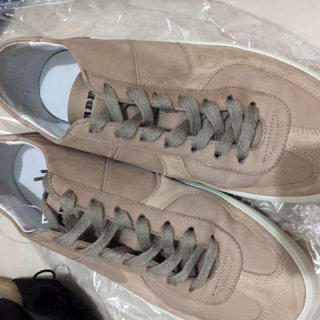 Burberry 休閒鞋