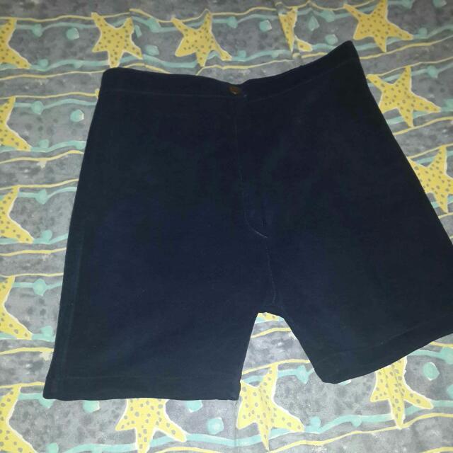 Celana pendek atas lutut navy