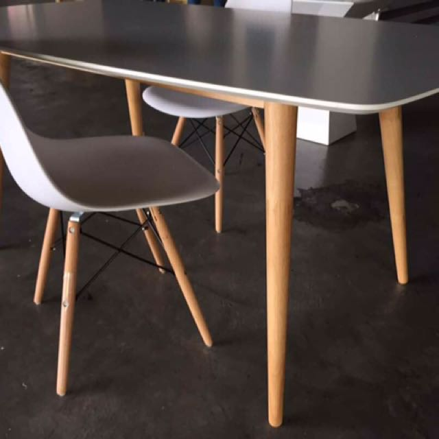 Eames DSW Dining Set