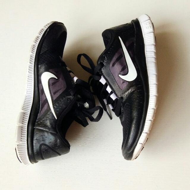 Nike Run Premium Sepatu Sekolah
