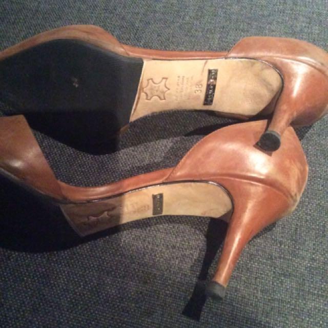 Robert Robert Tan Leather Heels