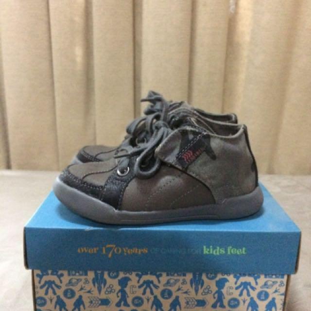 Sepatu Anak Clarks