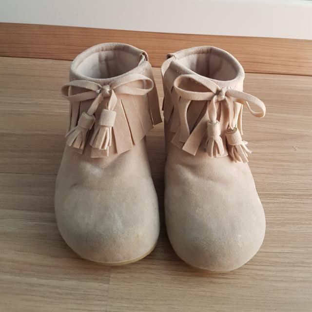 Sepatu Boot Merk Khakiku Warna Cream