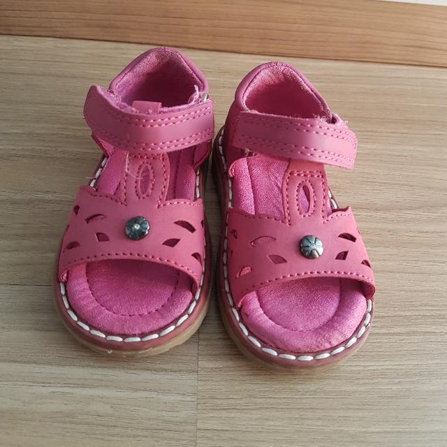 Sepatu Sendal Merk Mothercare Pink
