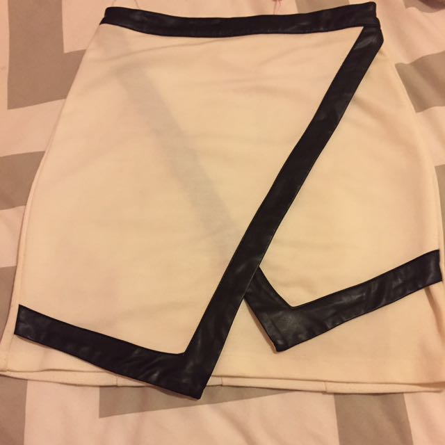 Size 8 High Waist Skirt With Leather Trim