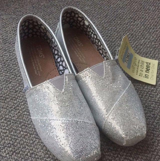 Toms Classic Silver Glitter Slip-on - Size 5