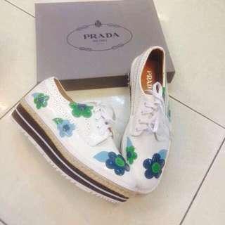 Sepatu Prada Oxford Floral