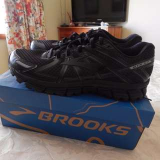 Brooks Adrenaline GTS 17 mens shoes, size 12 US, brand new in box
