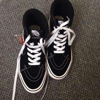 Vans-SK8-Hi Sneakers (Black)