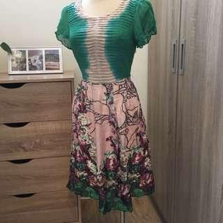 綠色花卉洋裝
