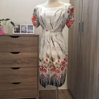 白底紅花氣質洋裝