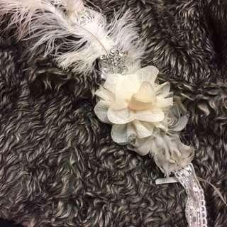 White Tie In Hair Facinator