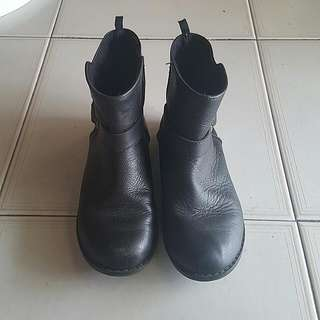 GAP Black Boots For Girls
