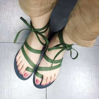近全新 綁帶涼鞋 平底