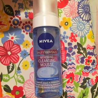 NIVEA Refreshing Cleansing Mousse - Normal & Combination Skin