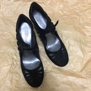 NINE WEST麂皮簍空設計跟鞋