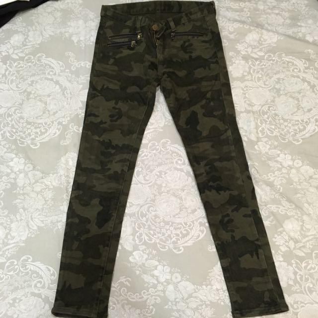 綠 迷彩牛仔褲 拉鍊特色 M號26-28皆可