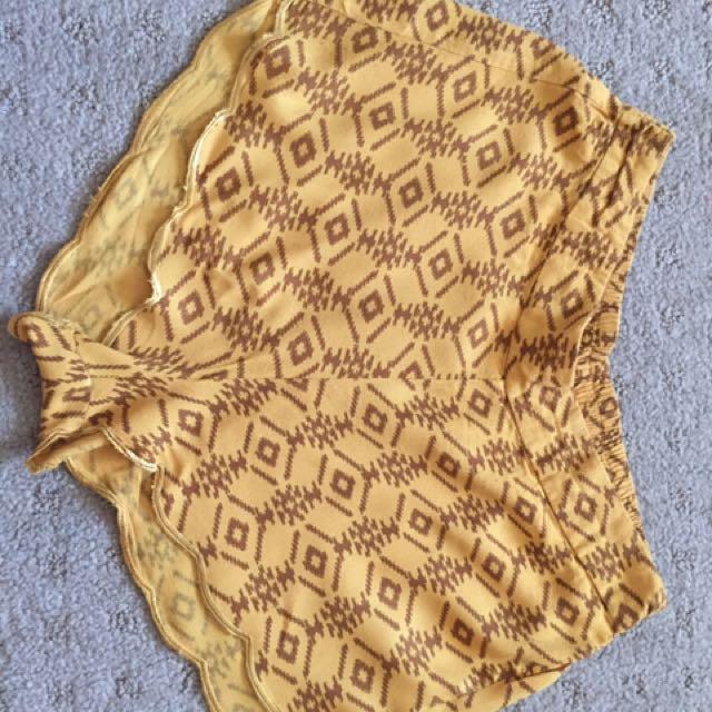Arnhem Shorts Yellow Gold Size Medium