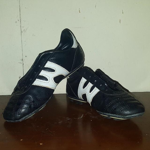 world balance soccer shoes
