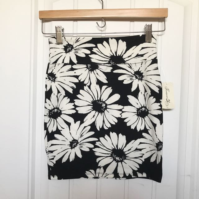 F21 Black & White Floral Skirt