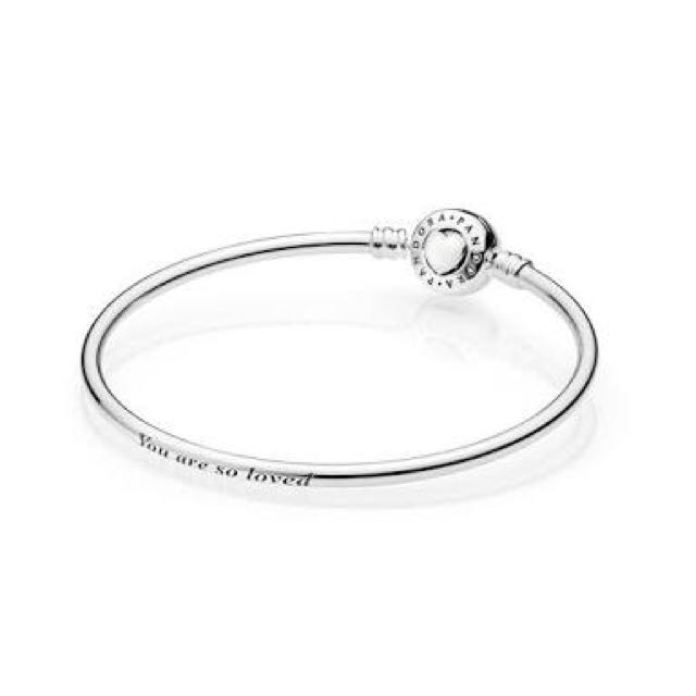 Pandora bangle with enamel heart clasp