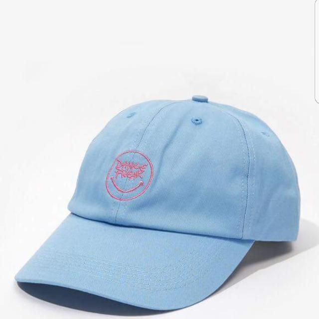 Pelvis 水藍色帽子