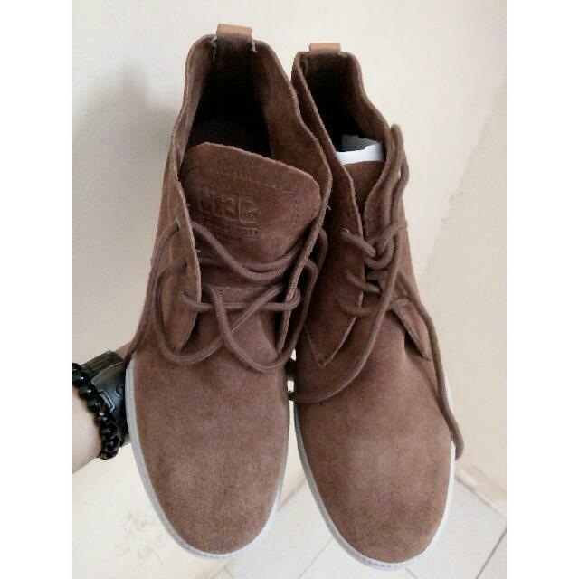 Sepatu Unisex Brown