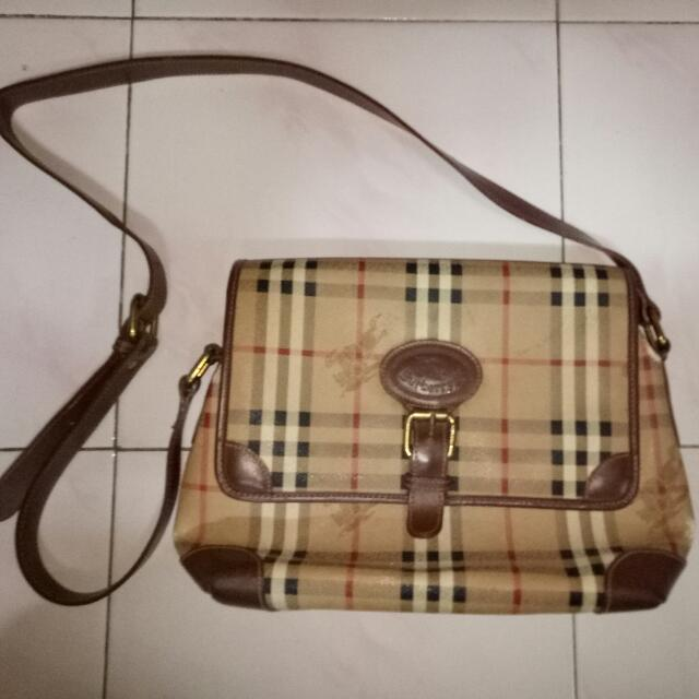 670008c00c9 Sling Bag Burberry Vintage, Antiques, Vintage Collectibles on Carousell