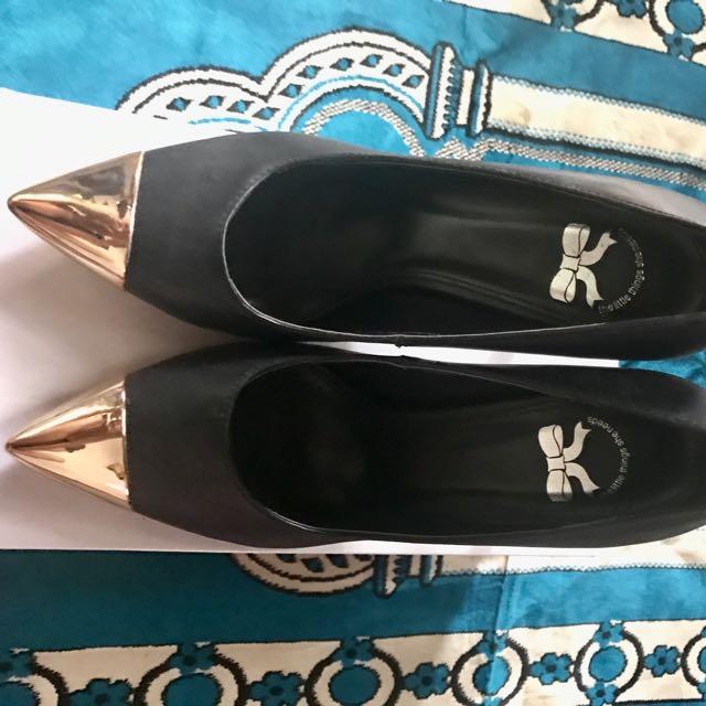 The Litthe Things She Needs Heels Black