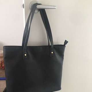 Large Handbag Which Fits Absolutely Anything!