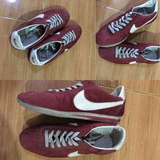 Sepatu Nike Maroon