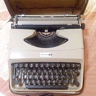 SALE UNDERWOOD 18 Small Typewriter