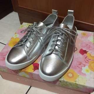 全新轉賣 Ann'S第二代超軟真牛皮綁帶小白鞋 銀色 銀鞋