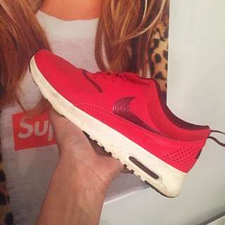 DS RED NIKE THEA