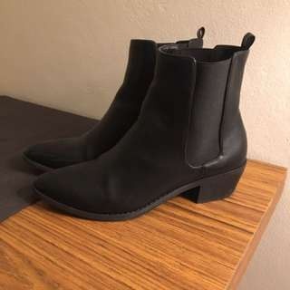 Spurr Black Boots 8