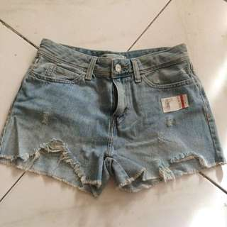 LEVI's high rise ripped shorts