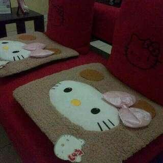 Alas Duduk Unik Hello Kitty