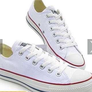 All Star 黑白基本款低筒帆布鞋,一雙760元,2雙1450ㄛ
