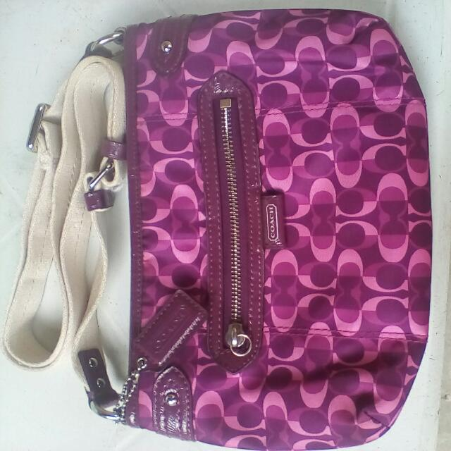 Authentic Coach sling bag Free Delivery MOP: Cebuanna Courrier: LBC