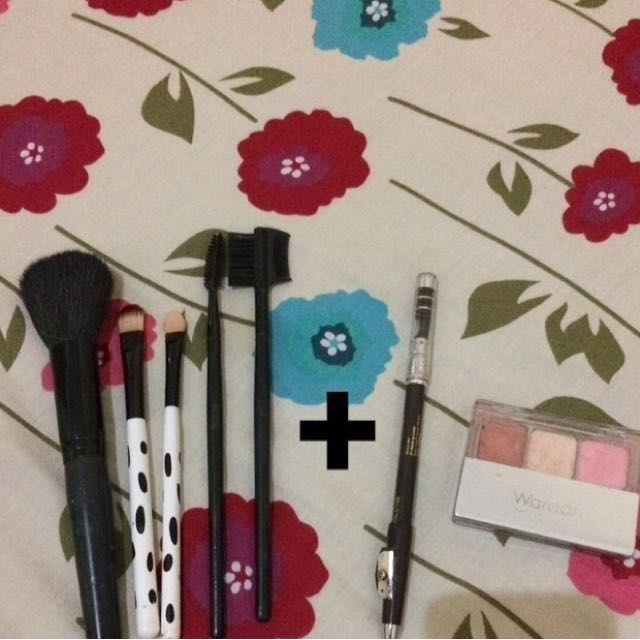 Brush/ Kuas Makeup, Gratis Pensil Alis/ Eyeshadow!