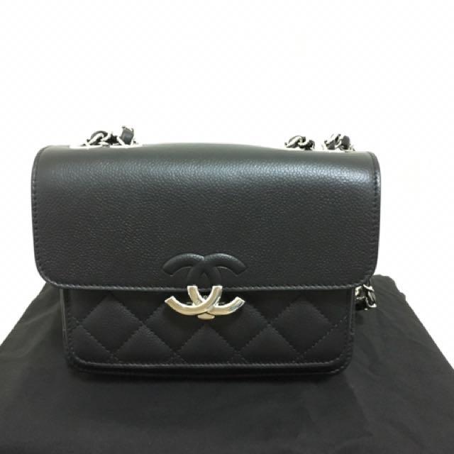 CHANEL 黑色口袋包