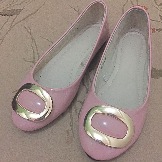 Flat Shoes Size 6 (peach Color)