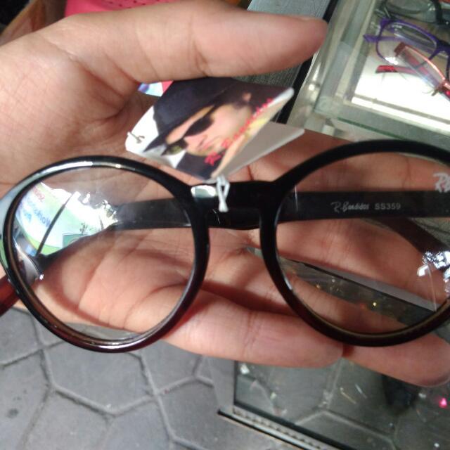 Kacamata trendy lensa netral