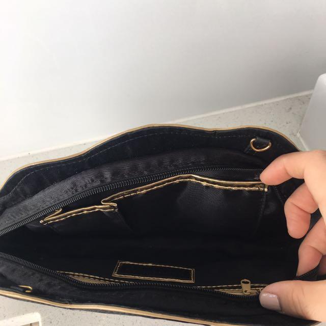 KARDASHIAN KOLLECTION BLACK & GOLD SHELL DESIGN CLUTCH BAG