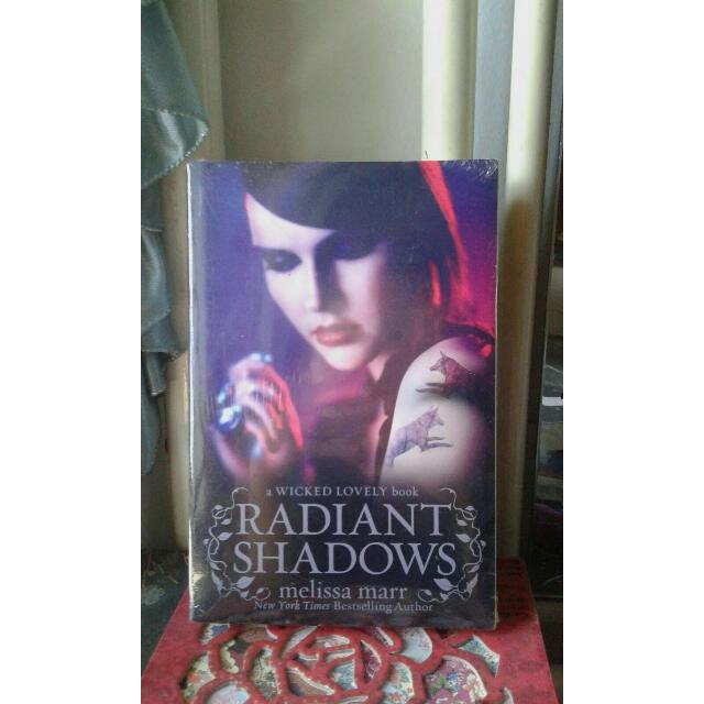 RADIANT SHADOWS (WICKED LOVELY #2) - MELISSA MARR