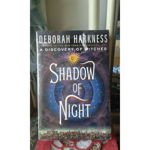 SHADOW OF NIGHT (DISCOVERY OF WITCHES SERIES) - DEBORAH HARKNESS