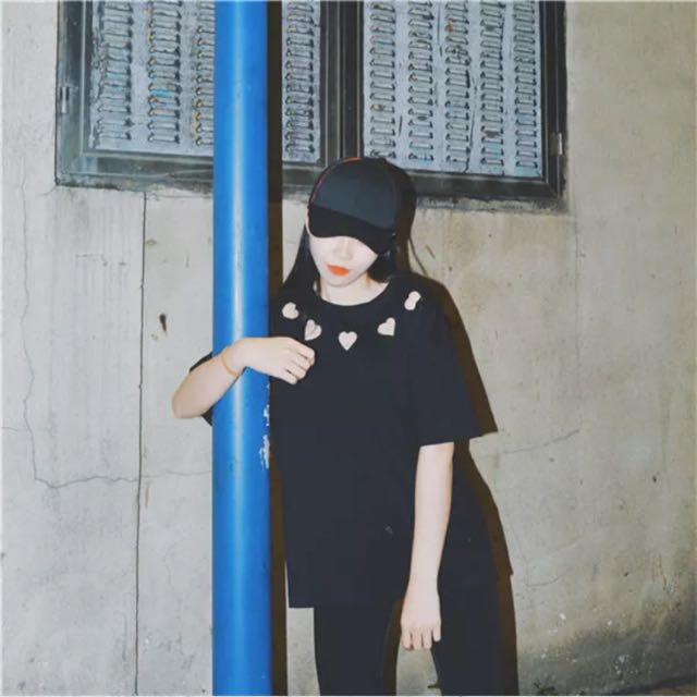 愛心鏤空圓領黑色短袖T恤