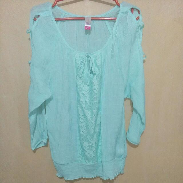 Top With Open Side Sleeves • Fits Small To Medium